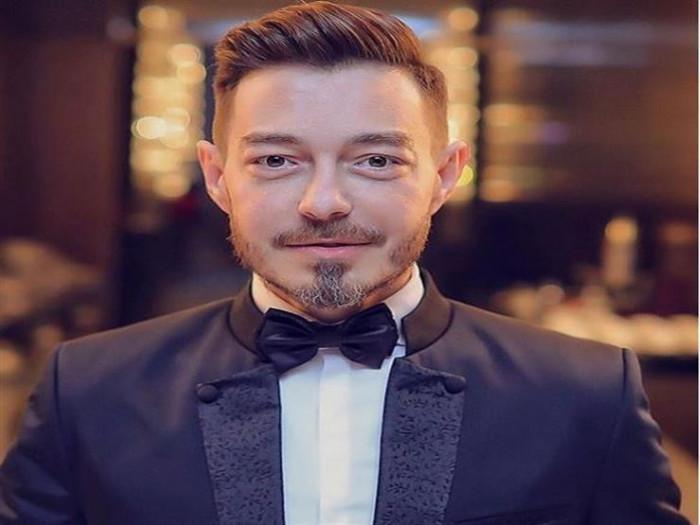 """أحمد زاهر يغني """"شكرًا"""" لـ عمرو دياب (فيديو)"""