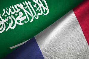 السفير الفرنسي يُدين الهجوم البالستي الحوثي على الرياض