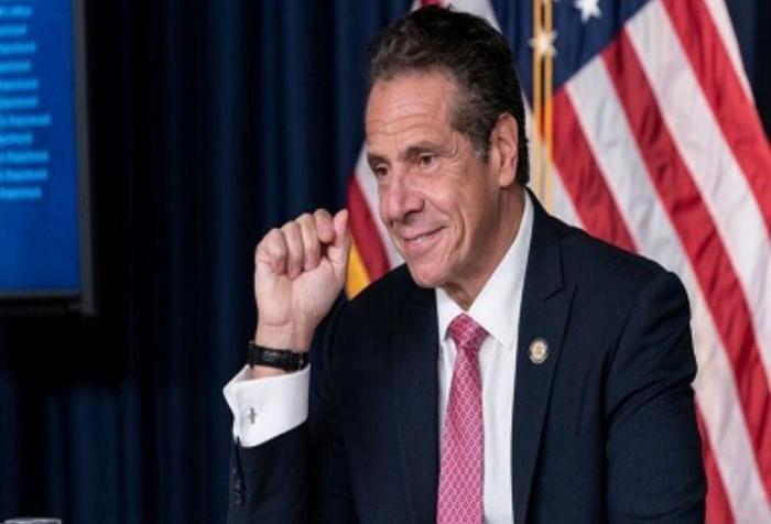 اتهامات لحاكم نيويورك بالتحرش الجنسي بمستشارته السابقة