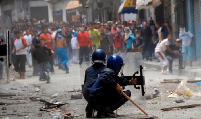 اندلاع أعمال شغب في الجزائر بين متظاهرين والشرطة