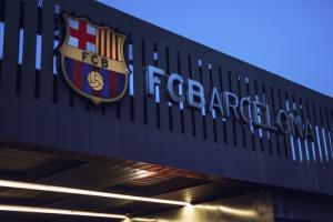 تفاصيل مداهمة الشرطة الإسبانية لمقر برشلونة
