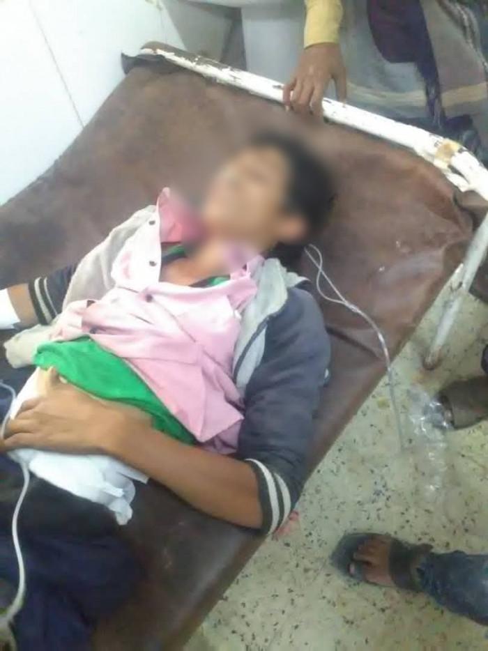 قناص حوثي يستهدف طفلًا في حيفان