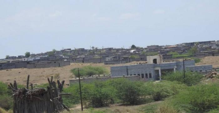 سقوط قذائف هاون حوثية على مواقع سكنية بحيس