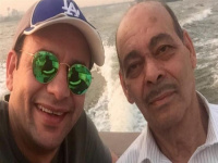 مصطفى قمر يحتفل بعيد ميلاد والده