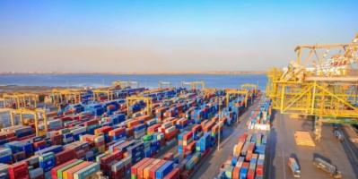 الحوثيون يرفعون جمارك البضائع المستوردة عبر ميناء عدن