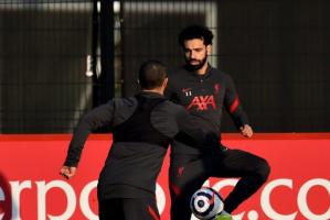 صلاح وأليسون يشاركان في استعدادات ليفربول لمواجهة تشيلسي بالبريميرليج