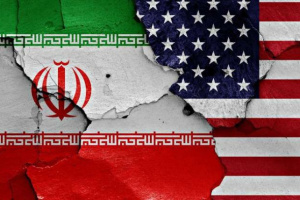 سياسي محذرا: أمريكا تريد تثبيت الوجود الإيراني باليمن