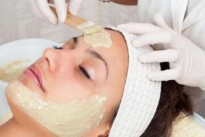 الزبدة تكافح علامات الشيخوخة على الوجه والتجاعيد
