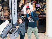 أحدث ظهور لمحمد سامي مع ابنتيه (صورة)