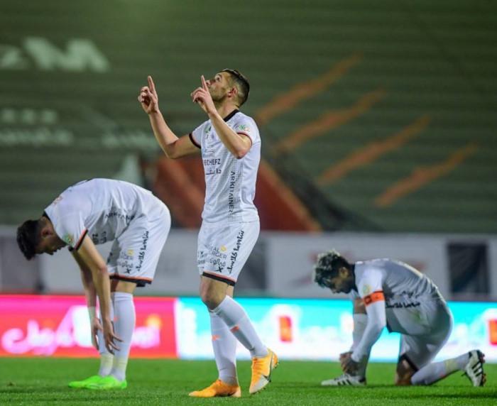 الشباب يتعادل مع القادسية في الدوري السعودي
