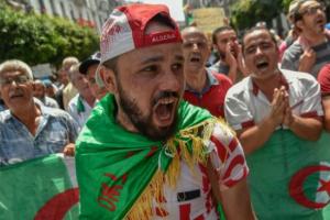 الجزائر.. انطلاق مسيرة شعبية في شوارع العاصمة