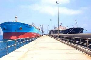 فرق ميناء الزيت تستقبل 43 ألف طن ديزل