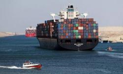 مصر تُعلن تعليق حركة الملاحة في قناة السويس مؤقتًا