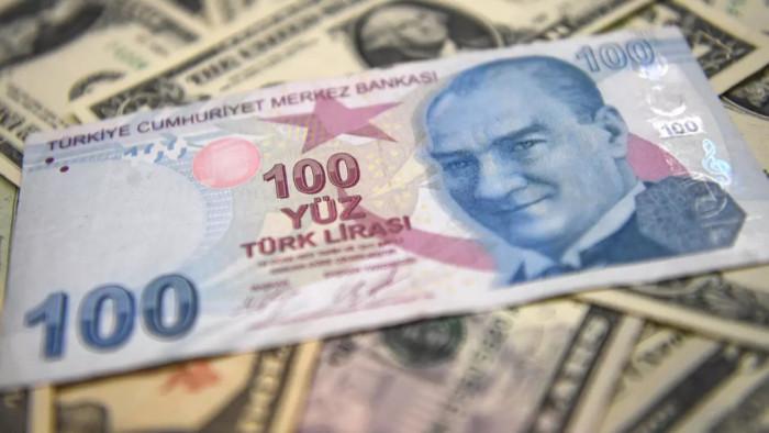 الليرة التركية تتهاوي مجدداً بفعل ممارسات أردوغان المشبوهة