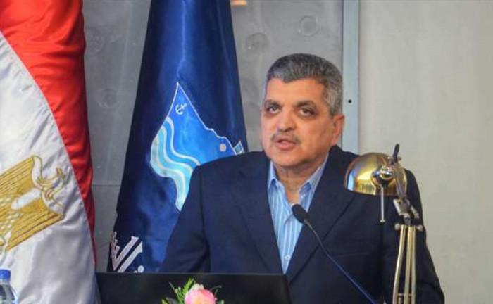 رئيس هيئة قناة السويس: 321 سفينة عالقة بسبب جنوح الحاوية البنمية
