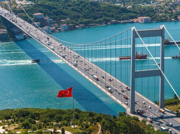 بعد أزمة قناة السويس.. تركيا تقرر تخفيف حركة الشاحنات عبر مضيق البوسفور