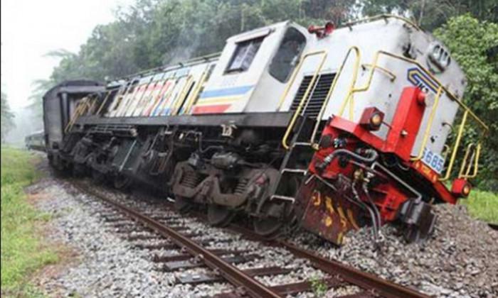 (فيديو).. قطار يخرج عن القضبان في تايوان