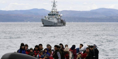 اليونان تتهم تركيا باستفزازها ودفع قوارب مهاجرين إلى مياهها الإقليمية