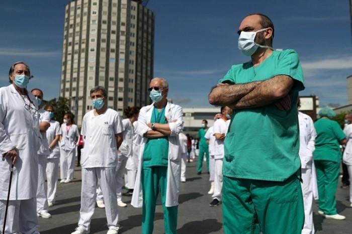 إصابات كورونا تتخطى حاجز الـ130 مليونًا في العالم
