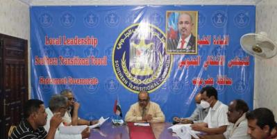 """""""انتقالي حضرموت"""" يطالب السلطة المحلية بحلول لأزمة الوقود"""