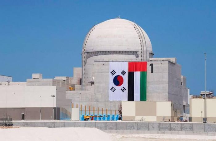 """الإمارات تعلن بدء التشغيل التجاري لأولى محطات """"براكة"""" النووية"""