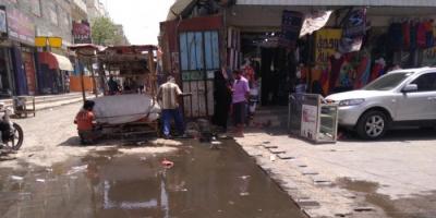 إهمال المحافظ تركي يُغرق الحوطة بمياه الصرف