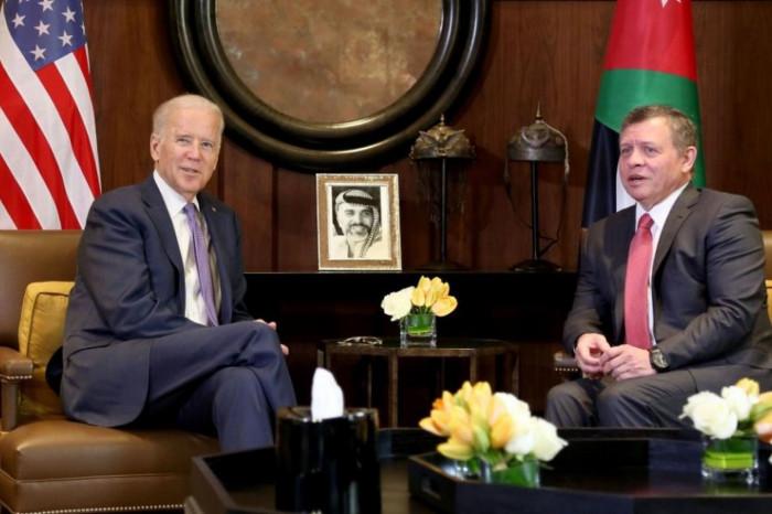 العاهل الأردني يتلقى اتصالًا هاتفيًا من بايدن