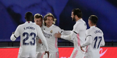 ريال مدريد يعتلي الصدارة مؤقتاً بفوز مثير على برشلونة