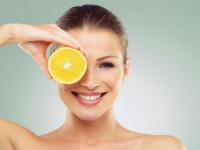 فوائد الليمون عديدة.. يزيل رائحة العرق