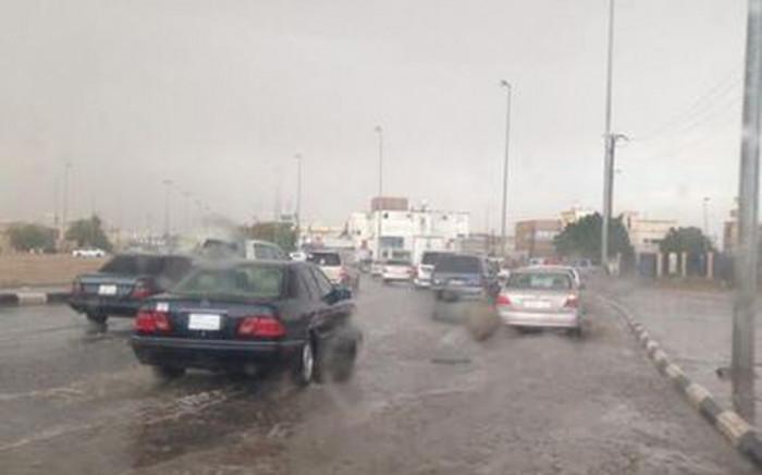 أمطار رعدية غزيرة تضرب مدينة الرياض