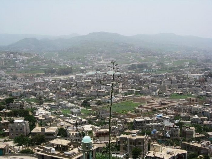 مسلحون حوثيون يعتدون على منزل مواطن بإب