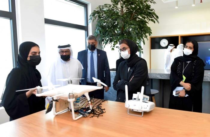 جامعة زايد تفتتح مركز تكنولوجيا الجيل القادم