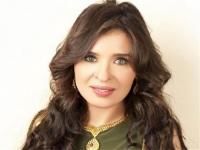 دينا تطلب الدعاء لفيفي عبده بعد تعرضها لأزمة صحية