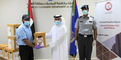 """الهلال الأحمر الإماراتي يتعاون مع شرطة أبوظبي في توزيع المير الرمضاني ضمن مبادرة """"معا نصنع السعادة"""""""