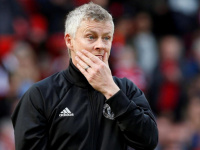 سولشاير يرجع سبب تراجع أداء مانشستر يونايتد بملعبه للمقاعد الحمراء