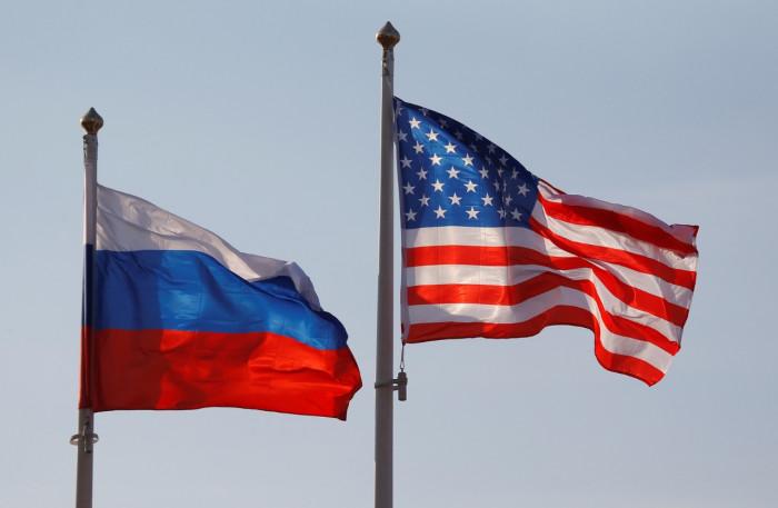 روسيا تستدعي السفير الأمريكي على خلفية العقوبات