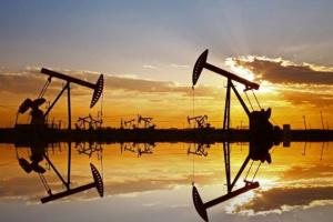 النفط يرتفع إلى 67 دولارا محققا مكاسب أسبوعية