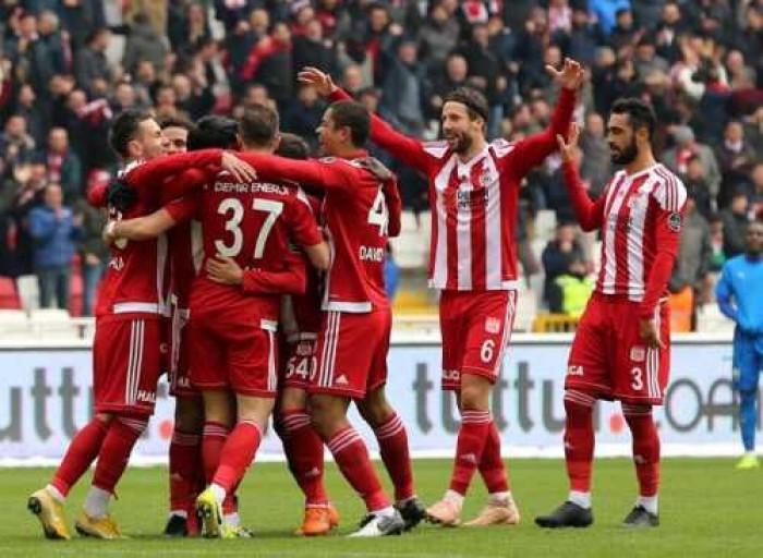 سيفاس سبور يصعد للمركز السابع في الدوري التركي إثر فوز مثير على جنتشليربيرليجي