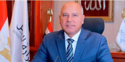أول تعليق لوزير النقل المصري بعد حادث انقلاب قطار طوخ