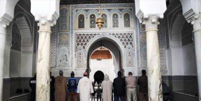 الأوقاف المصرية تغلق مسجدًا لاختراقه الإجراءات الاحترازية