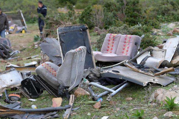 مصرع 13 شخصًا وإصابة آخرين في سقوط سيارة بالفلبين