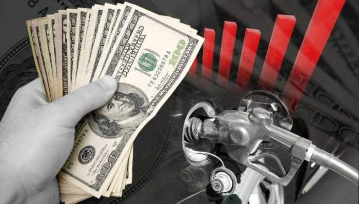 زيادة أسعار النفط بدعم من تراجع الدولار الأمريكي