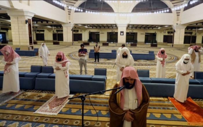السعودية تغلق 25 مسجدًا بعد إصابة مصلين بكورونا