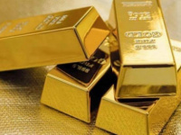 بريق الذهب يلمع مجددا ويقترب من مستوى 1800 دولار