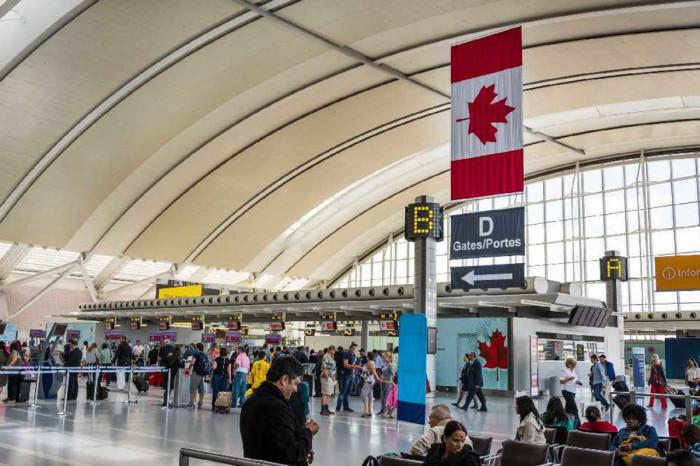 كندا تعلق الرحلات الجوية الآتية من الهند وباكستان شهرًا