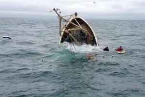غرق زورق على متنه 130 مهاجرًا قبالة السواحل الليبية