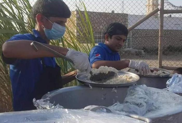 خيرات الإمارات تبهج وجوه الصائمين في سقطرى (ملف)