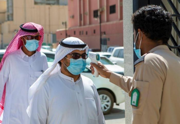 السعودية تفرض عقوبة مشددة على من يتعمد نقل عدوى كورونا