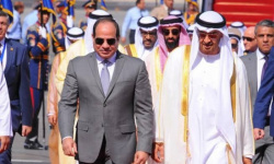 السيسي يستقبل الشيخ محمد بن زايد فور وصوله القاهرة