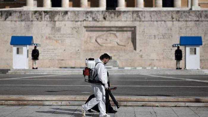 اليونان تسجل قفزة جديدة في إصابات كورونا